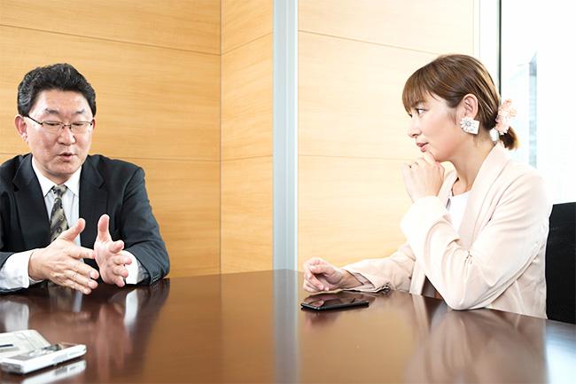 熊田曜子さんと、エピック・アドバイザーズ(株)代表取締役・運用部長の武英松さん